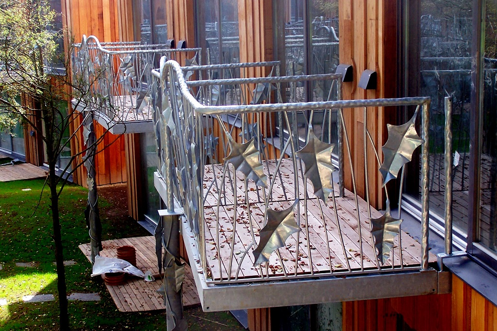 Using galvanised steel for balconies design