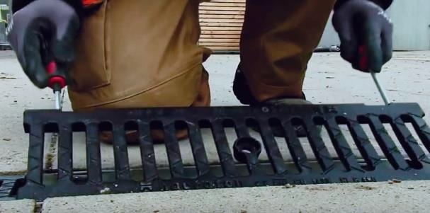 drainage cleaning fixing the grating